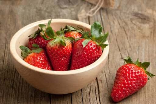 how to get beauty with strawberry facial
