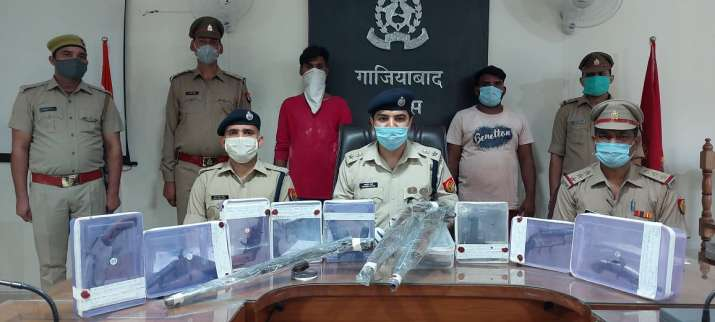Ghaziabad_Police_Recovers_Illegal_Arms_UpdateNews360