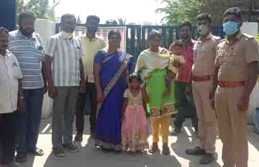 Woman With Chid Rescue - Updatenews360