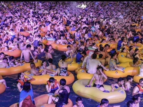 wuhan_pool_party_updatenews360