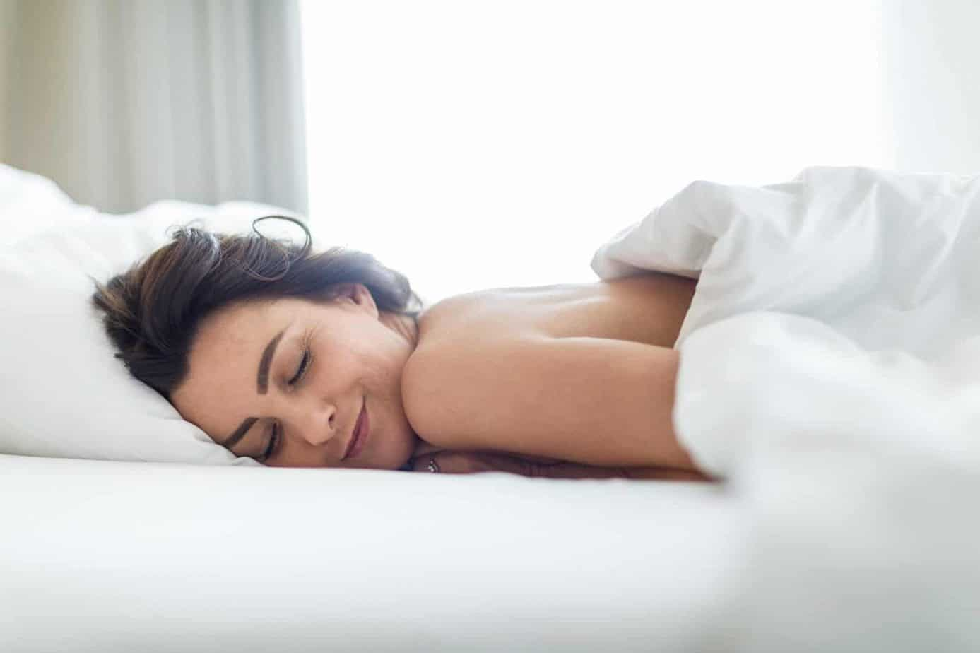 10 Benefits Of Sleeping Naked That'll Make You Want To Shed Off Clothes Before Going To Bed!