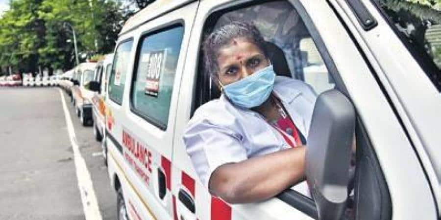First_Woman_Ambulance_Driver_Veeralakshmi_Updatenews360