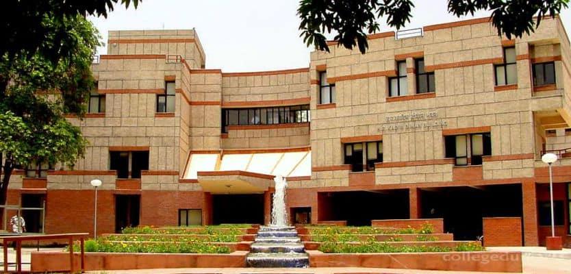 IIT Kanpur Alumni Invent Multipurpose Mask Using Super-Activated Carbon