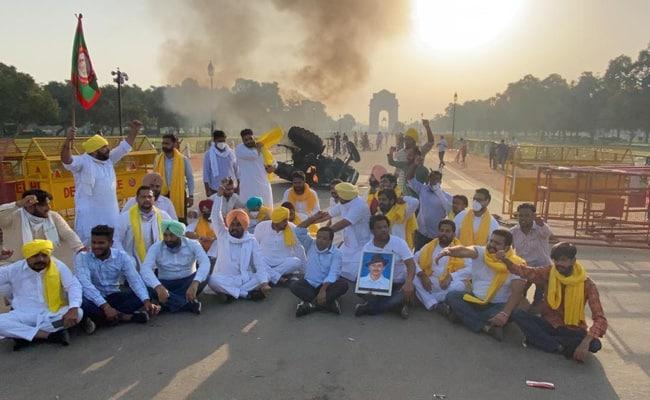 India_Gate_Tractor_Fire_UpdateNews360