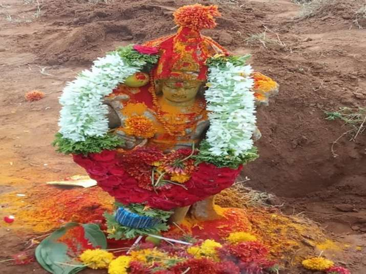10th_Century_Sun_Scripture_Found_In_Andhra-Agri_Field_UpdateNews360