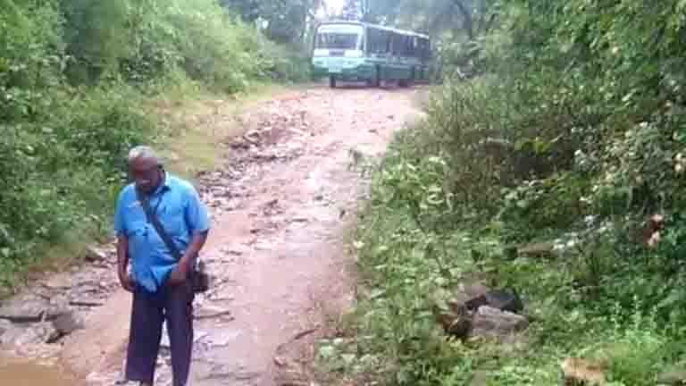 Bus Strucks Flood - Updatenews360