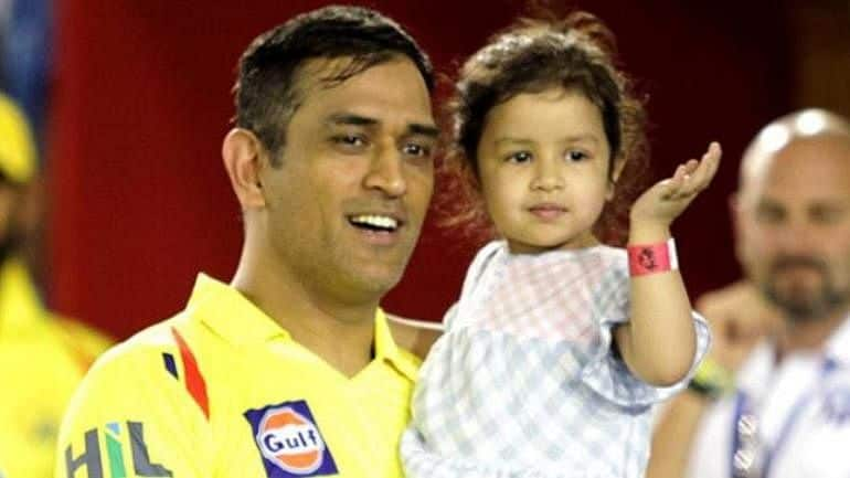 Dhoni with his daughter - updatenews360