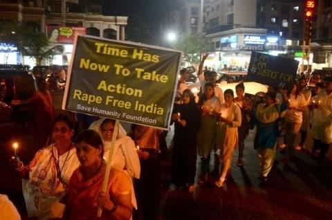 Protest_Against_Rape_UpdateNews360