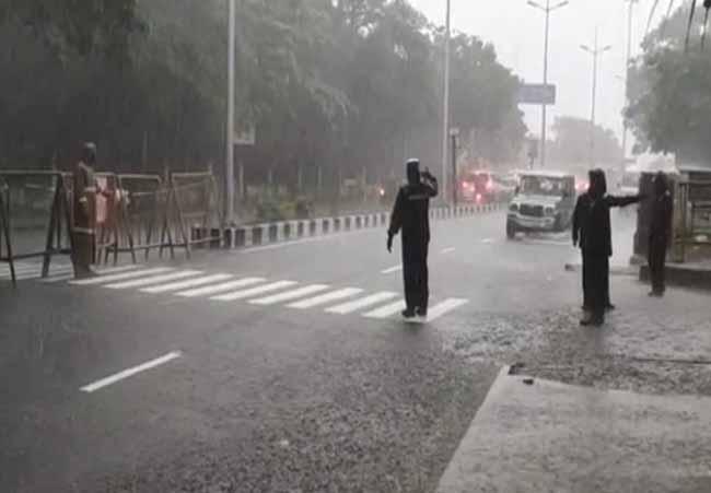chennai police - rain - updatenews360- updatenews360