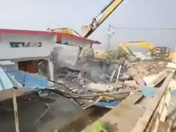 computer_baba_ashram_demolished_updatenews360
