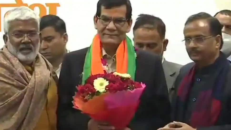 Aravind_Kumar_Sharma_IAS_Joins_BJP_UpdateNews360