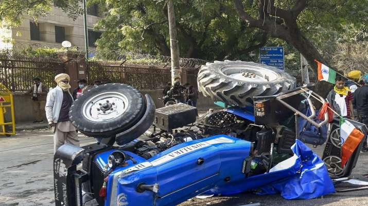 farmers_overturned_tractor_Updatenews360