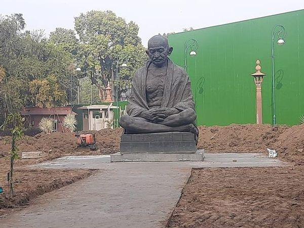gandhi_statue_updatenews360