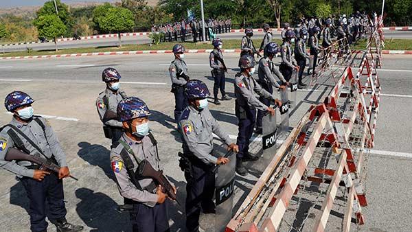 myanmar-policemen-updatenews360