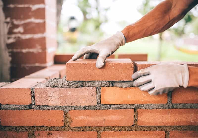KNOW WHY BRICKS ARE SOAKED IN WATER BEFORE USING !!
