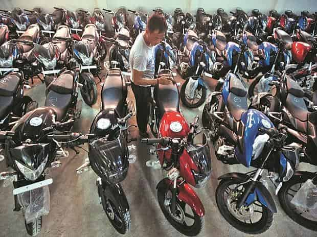 Bajaj Auto dispatches 3.3 lakh two-wheelers in March