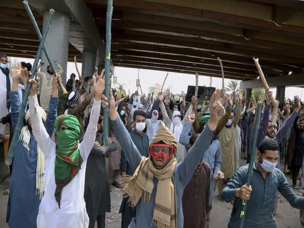 Pakistan_TLP_Clash_Police_UpdateNews360
