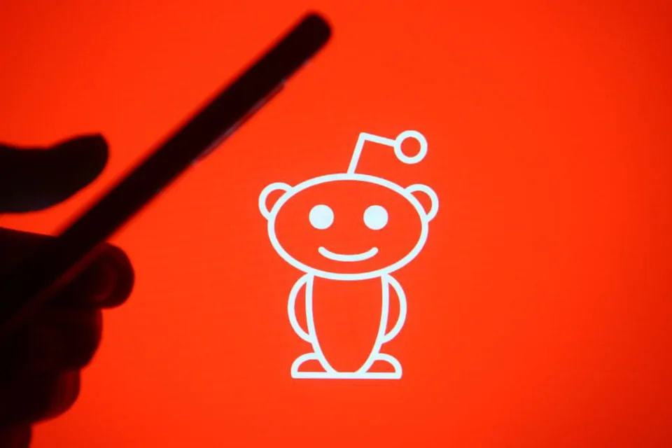 Reddit working on Clubhouse-like voice chat feature