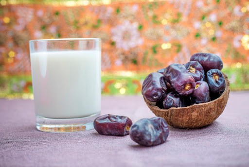 benefits of dates with milk at night