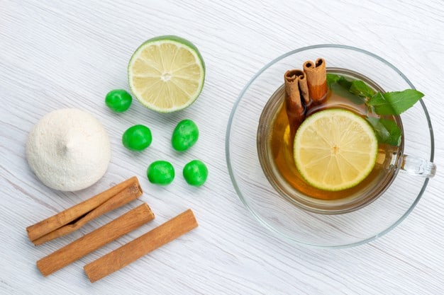 lemon cinnamon mint water to safe yourselves from summer