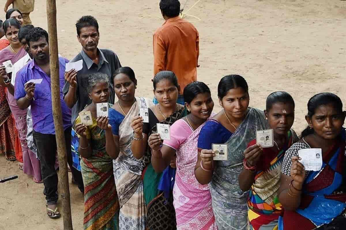 woman queue - updatnews360