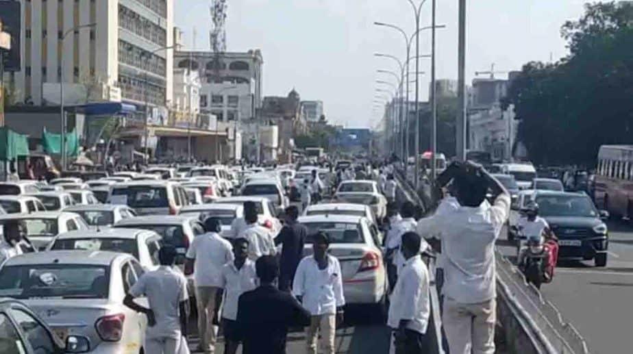 Taxi Drivers Protest - Updatenews360