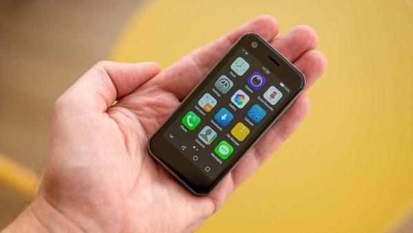 The world's 'smallest' 4G handset mony mist