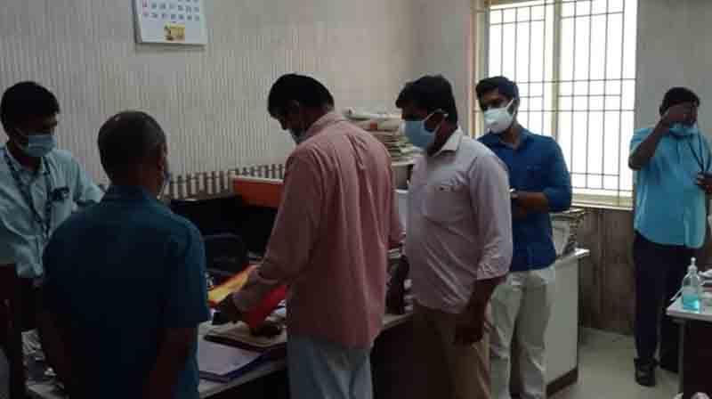 Raid In Govt Office - Updatenews360