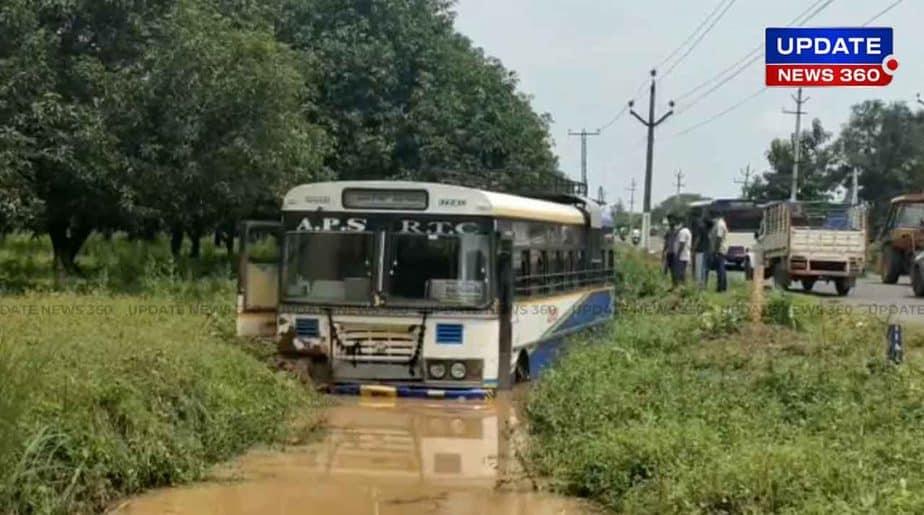 Andhra Bus Upset -Updatenews360